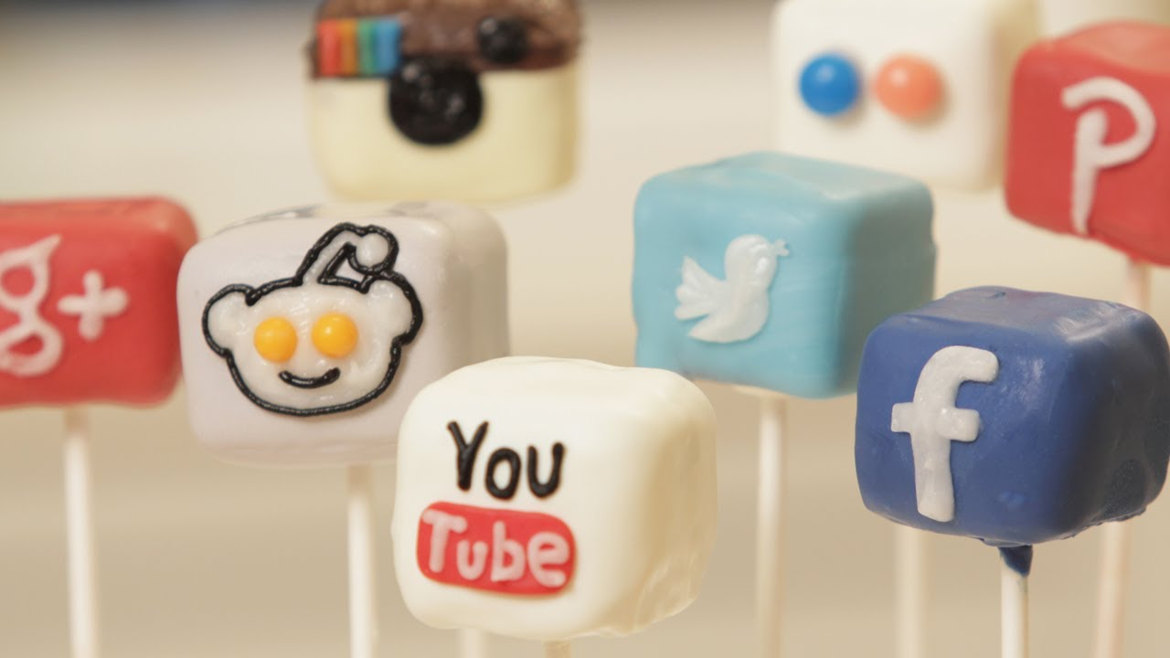 "Cake Pops That Facebook Would ""Like"""