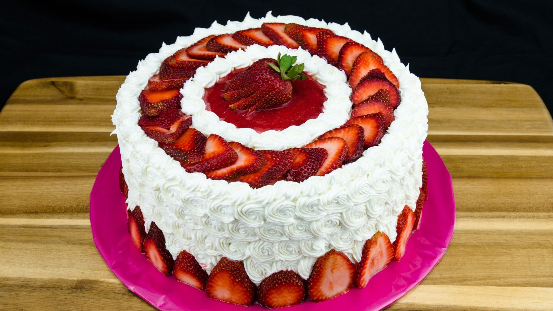 (RECIPE) This Strawberry Cake May Be The Perfect Dessert For Summer