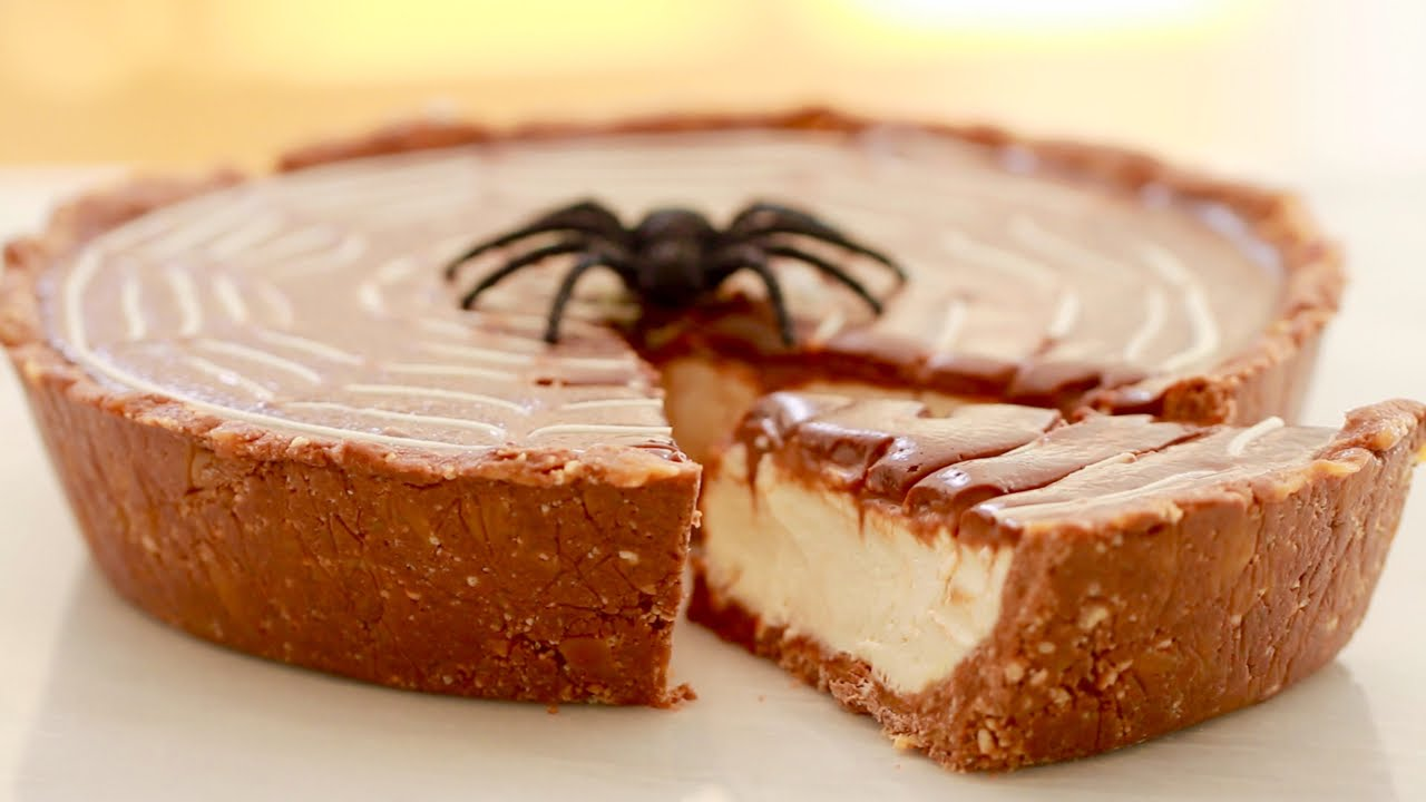 A Halloween No Bake TWIX Pie That Will Have You Wishing Halloween Came More Often