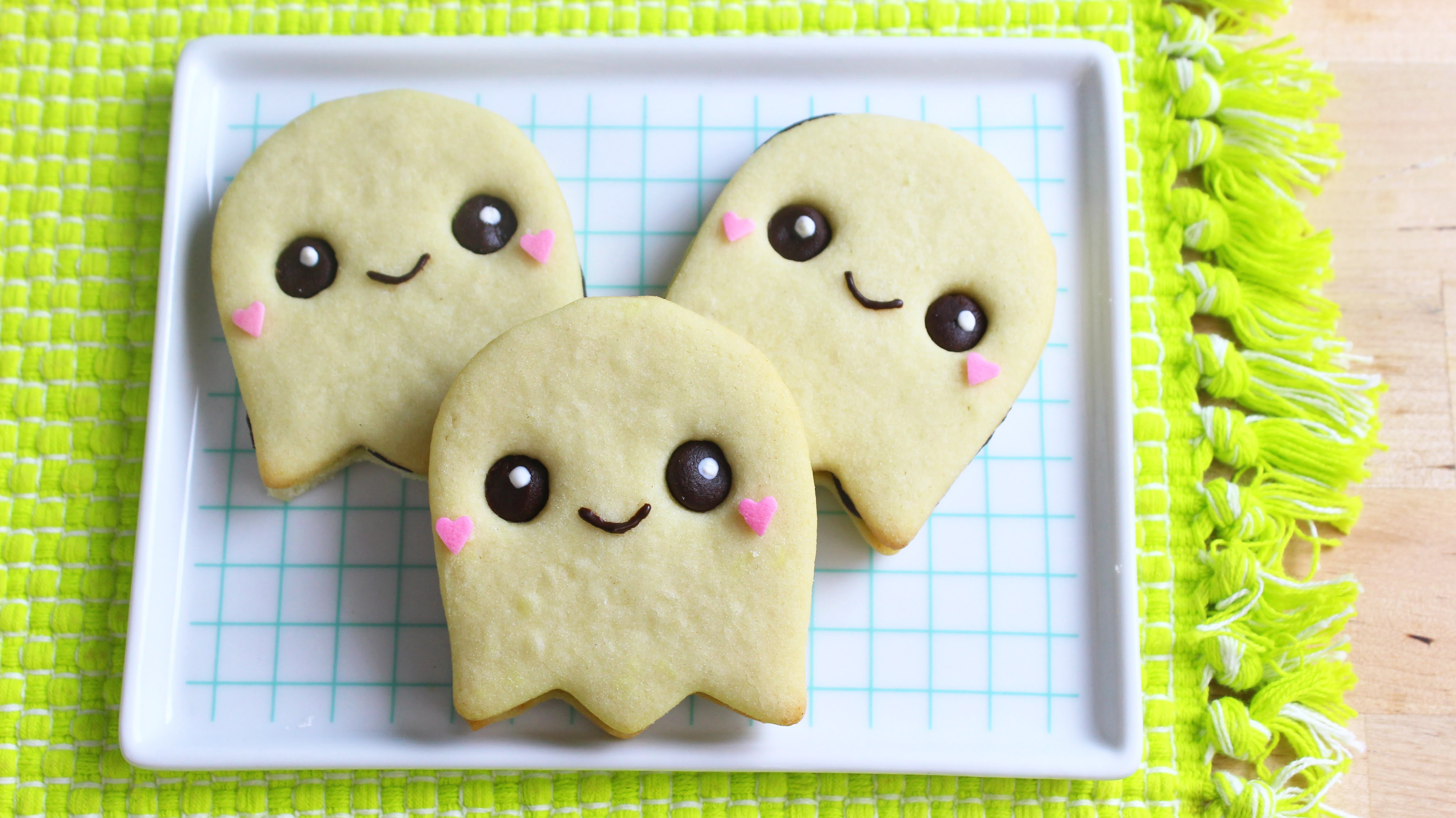 These Adorable Halloween Cookies Have A Surprise Inside