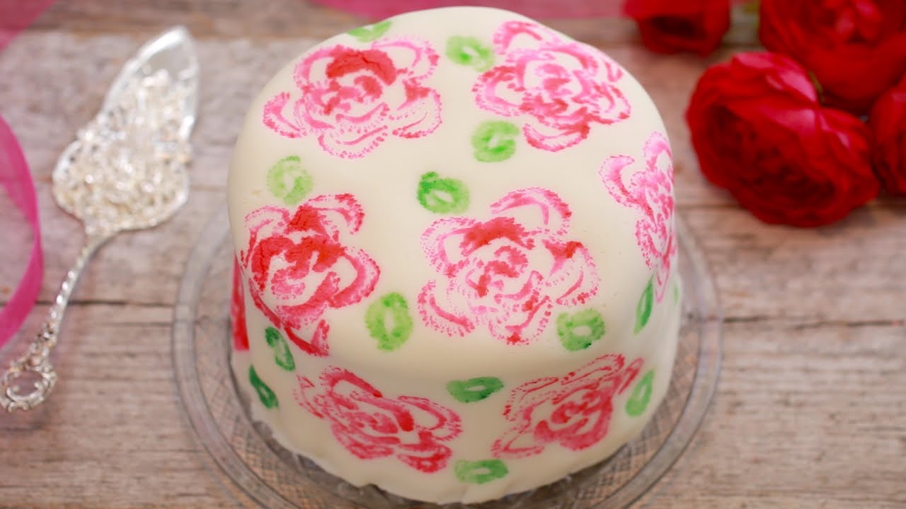 See How And Why She Uses A Head Of Celery To Decorate This Cake