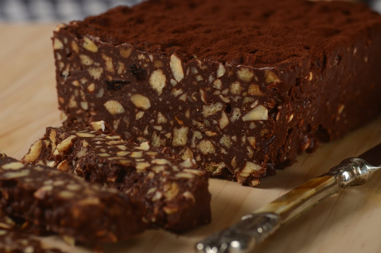 A No-Bake Chocolate Cake That All Chocolate Lovers Will Salivate Over